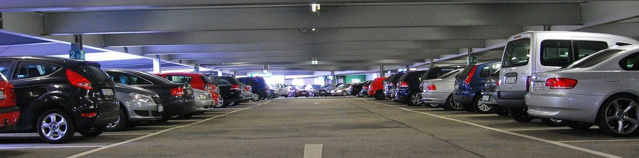 Dans quel cas est-ce que les revenus locatifs du parking sont soumis aux régimes des bénéfices industriels et commerciaux